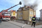 Pruszcz Gd.: Pożar domu przy SP nr 3. Rodzina straciła mieszkanie [ZDJĘCIA]