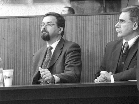 Wszystko wskazuje na to, że były prezydent Antoni Marcinkiewicz nieco droczy się ze swoim następcą, Radosławem Baranem (na zdjęciu).
