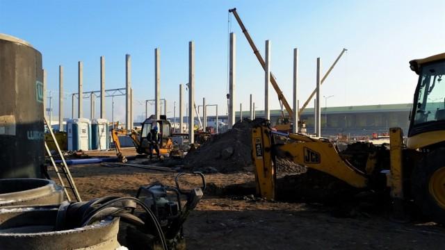 Po kilku miesiącach prac rozbiórkowych starego obiektu handlowego, na Franowie rozpoczęto właśnie budowę nowego budynku. Stary pasaż handlowy był jednym z pierwszych centrów handlowych w Poznaniu.