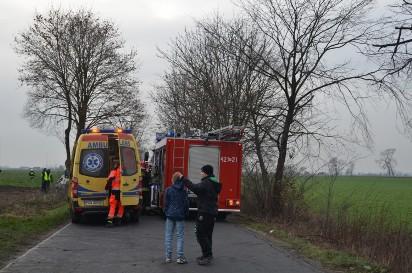 Tragiczny wypadek między Niechanowem a Żydowem. Jedna osoba zmarła na miejscu, po drugą przyleciał śmigłowiec LPR