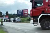 Poważny wypadek w Żywcu na DW945. Zderzenie czterech samochodów osobowych. Droga była zablokowana w obu kierunkach