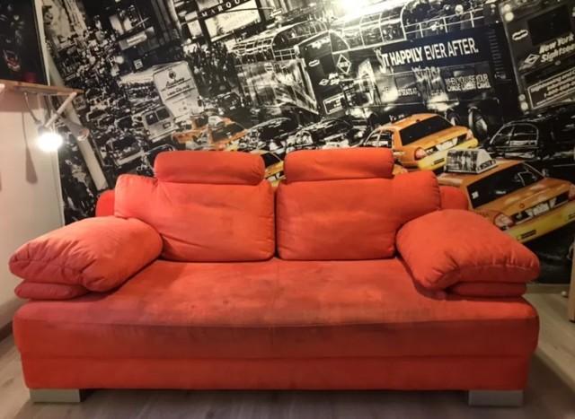 Czerwona rozkładana kanapa 2- osobowa długość 205.