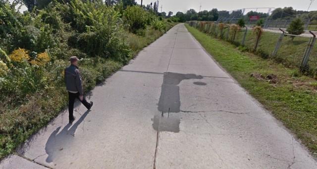 Ulica Sybiraków w Kostrzynie jest w fatalnym stanie. Kierowcy od dawna proszą o jej remont.