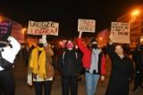 """Strajk Kobiet na placu Wolności w Poznaniu. """"Nic nie uzasadnia tortur! Wyp..."""". Protesty po publikacji uzasadnienia wyroku w sprawie aborcji"""