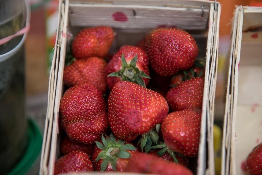 BiegunkaDrobne pesteczki na skórce i w miąższu owoców mogą...