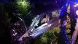 Samochód wypadł z drogi i uderzył w słup. Kierowca w szpitalu