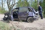 Wypadek na przejeździe kolejowym koło Murowanej Gośliny - samochód wjechał pod pociąg [ZDJĘCIA]