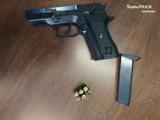 Nietrzeźwy strzelał z broni w Sosnowcu. Policja zatrzymała mieszkańca Cieśli