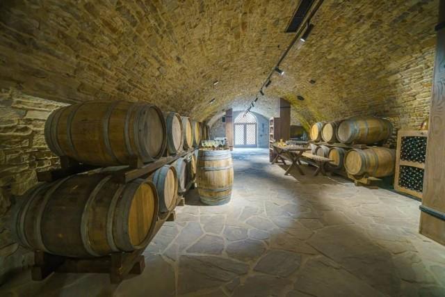 Z zabytkowych piwnic w muszyńskim ratuszu znikają butelki z winem oraz inne drobne przedmioty