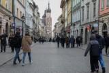 Czarny scenariusz dla Krakowa: tysiące firm przetrwa kryzys, ale zostanie bez klientów. Rząd im nie pomoże. Lepsze wieści dla Podhala