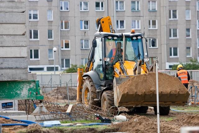 Praca na budowie w Polsce to dla wielu obywateli Ukrainy szansa na wyższe niż w ojczyźnie zarobki.