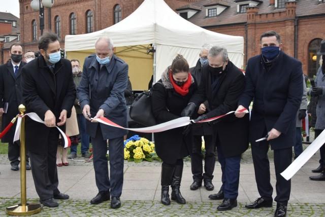 Pomnik stanął koło dworca kolejowego w Skierniewicach