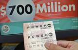 Wygrał w loterii Powerball 22 mln dolarów i połowę oddał koledze, bo tak sie umówili przed ponad 20 laty