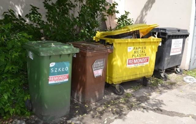 """System """"pojemnikowy"""", jak wyjaśnia firma wywożąca odpady, nie dotyczy mieszkańców domów jednorodzinnych"""