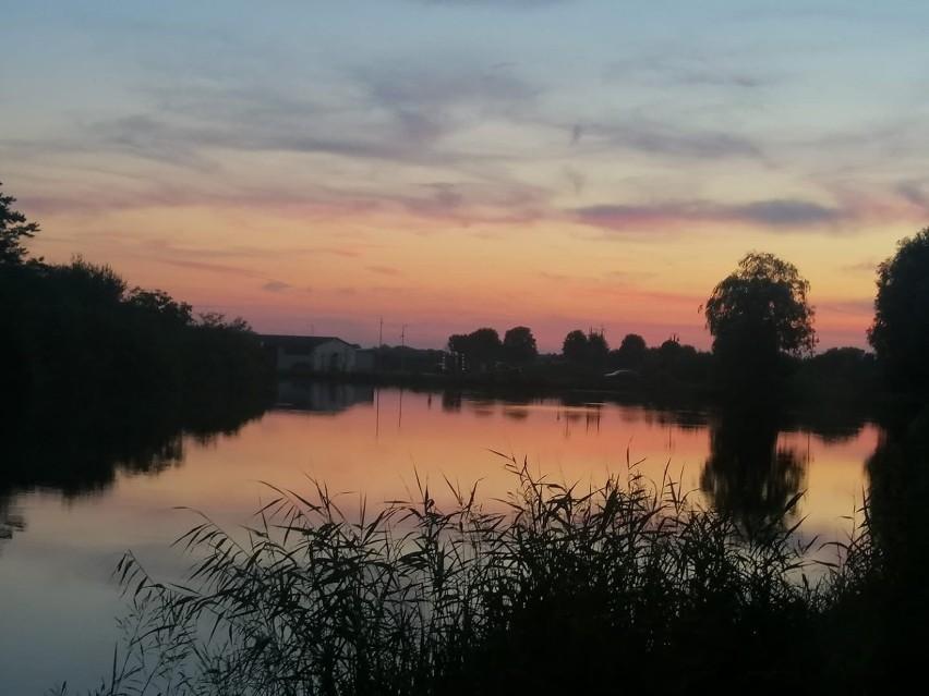 Tak pięknie zachodziło we wtorek 27 lipca słońce nad...