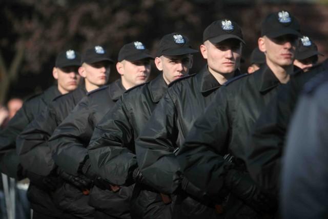 Zawód policjanta jest  bardziej atrakcyjny niż rok temu