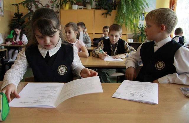 Trzecioklasiści w całej Polsce pisali wczoraj testy z języka polskiego i matematyki