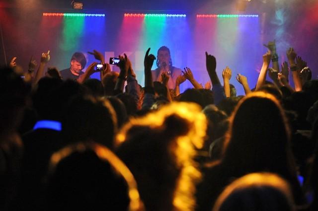 Bednarek na piątkowym koncercie w klubie U Bazyla.