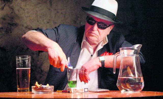 Jan Nowicki zawsze lubił posiedzieć przy piwnicznym barze i nadal tam zagląda, kiedy jest w Krakowie