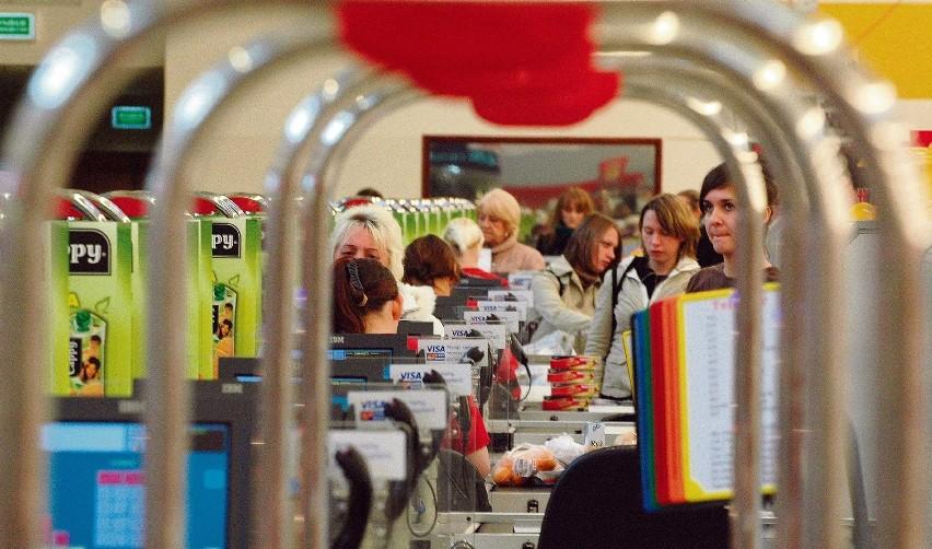 Największe sieci handlowe chętnie walczą z konkurencją programami lojalnościowymi