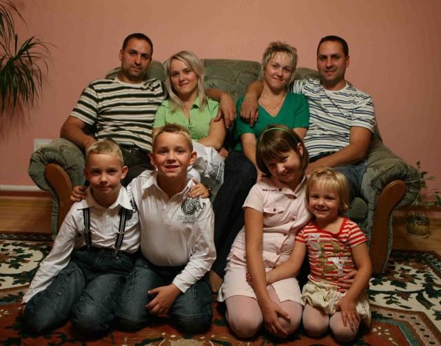 Bliźniacze rodziny Nowaków z Wojsławic koło Myszkowa w komplecie