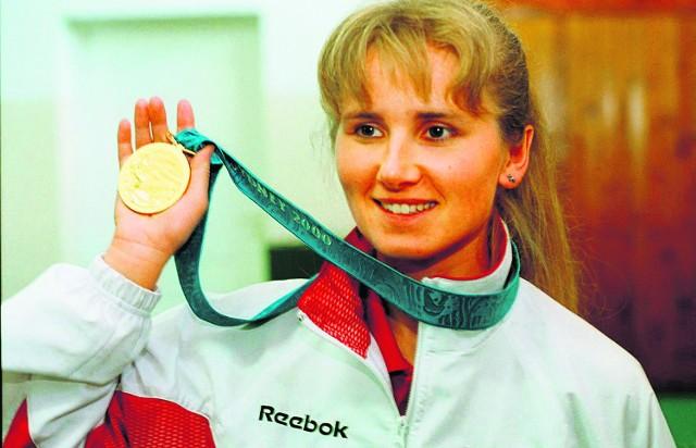 2000 rok. Znów jest mistrzynią olimpijską, jedyną dolnośląską medalistką igrzysk w Sydney