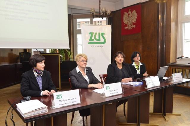 - Warto wybrać się do ZUS-u po dodatkowe informacje - zachęcają pracownicy I Oddziału ZUS-u w Poznaniu