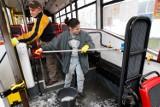 Czytelniczka: Dlaczego w autobusach i tramwajach MPK jest tak brudno? (LIST)