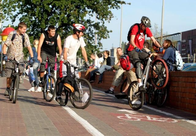 Witold Kopeć, oficer rowerowy, poinformował radnych o stanie dróg rowerowych w mieście.