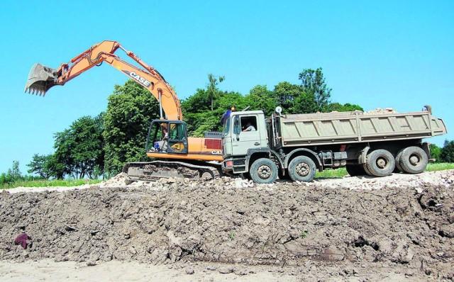 Budowa autostrady prowadzona jest na kilku frontach. Bardziej zaawansowane są prace na zachód od Tarnowa