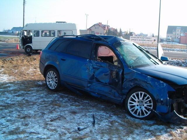 13 osób rannych po zderzeniu busa z autem osobowym na obwodnicy Grodziska Wielkopolskiego