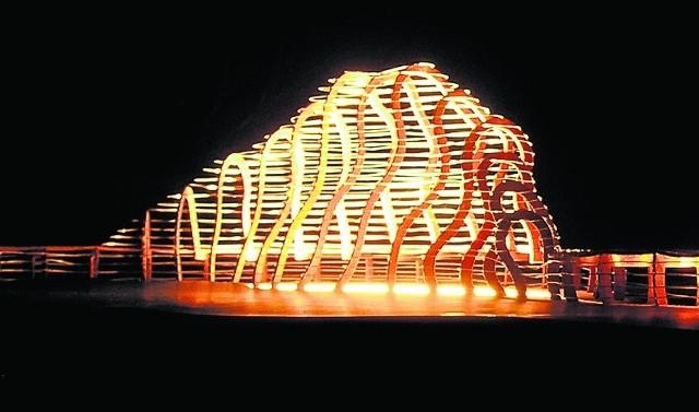 Góra Klęczkowska w nowej formie, tym razem rzeźby, a zarazem ławeczek dla podróżnych
