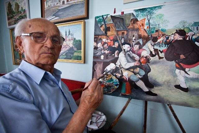 Pan Czesław maluje obrazy od trzydziestu lat.