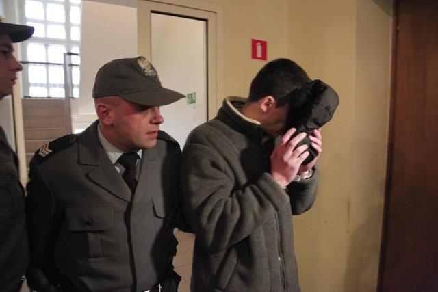 Jeden z oskarżonych o podwójne zabójstwo w leśniczówce w Dobrzycy.