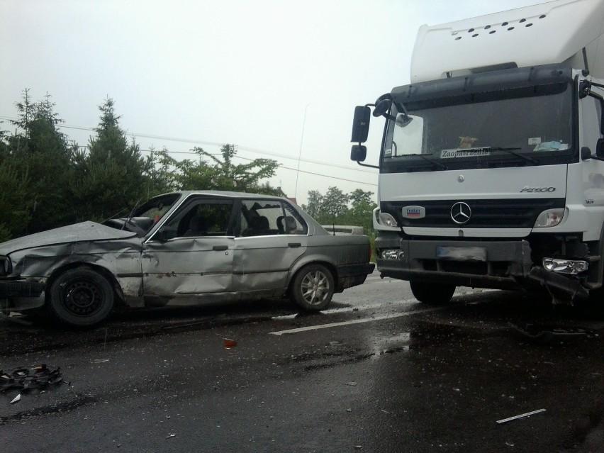 Łucka: Zderzenie BMW z ciężarówką (FOTO)