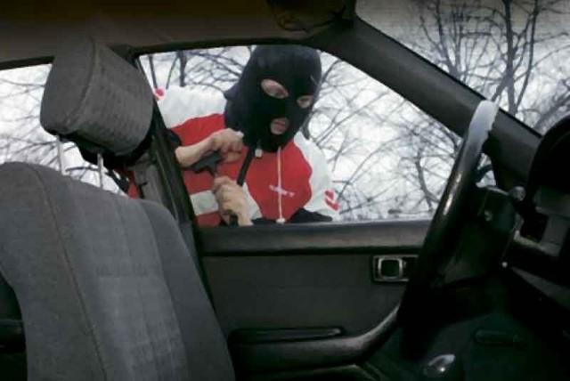 Złodziej potrzebuje na kradzież samochodu kilku sekund.