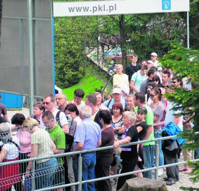 Pod kolejkę na Kasprowy wróciły... kolejki turystów