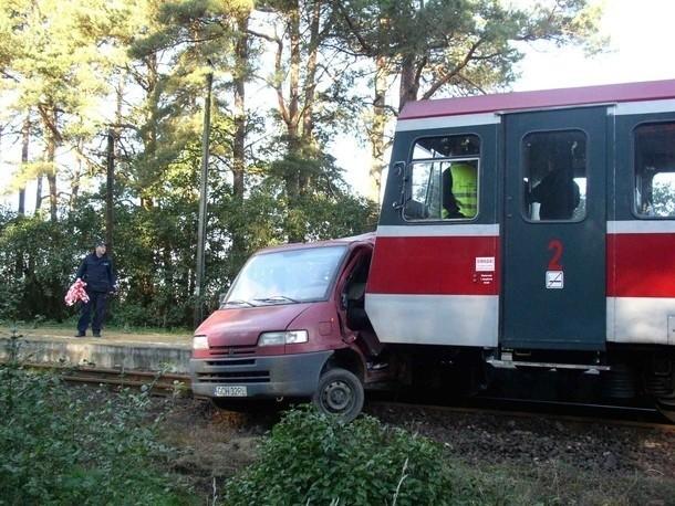 Zderzenia busa i szynobusu na przejeździe niestrzeżonym w Żabnie.