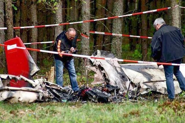 Od rana na miejscu katastrofy awionetki pracowała Państwowa Komisja Badania Wypadków Lotniczych.