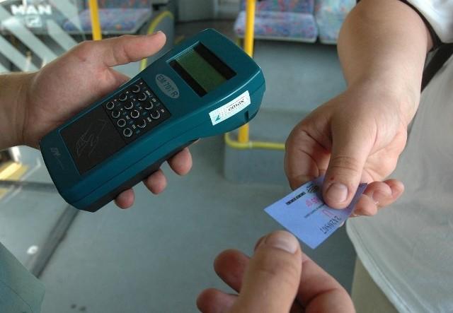 Czy częstsze kontrole sprawiłyby, że pasażerowie kasowaliby bilety