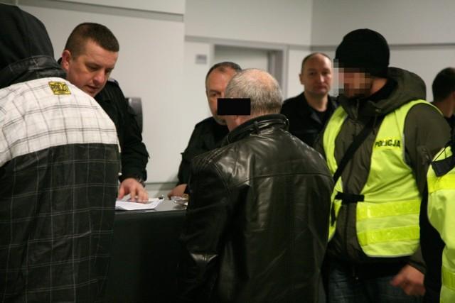 Zabójca skazany na 25 lat za morderstwo w Łagiewnikach ukrywał się w Anglii. Wer wtorek przyleciał do Polski.