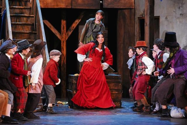 """""""Oliver!"""" to znakomite przedstawienie w chorzowskim Teatrze Rozrywki dla całej rodziny."""