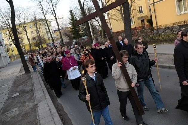 Ubiegłoroczna droga krzyżowa na miasteczku akademickim w Lublinie