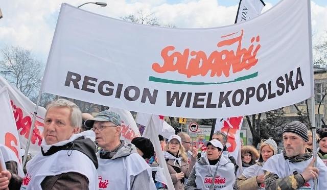 Kilkanaście tysięcy osób przyjechało do Warszawy protestować pod gmachem Sejmu na Wiejskiej w Warszawie