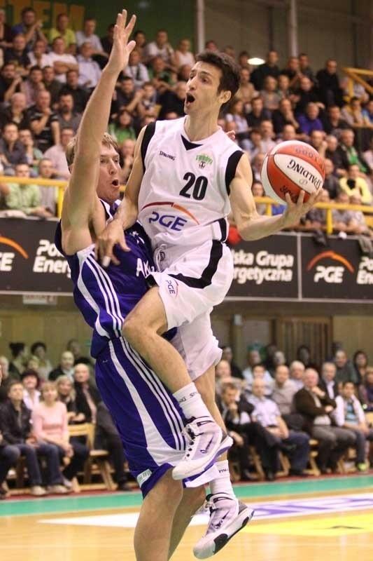 PGE Turów (na zdjęciu Ivan Koljević) w meczu z Anwilem imponował ambicją