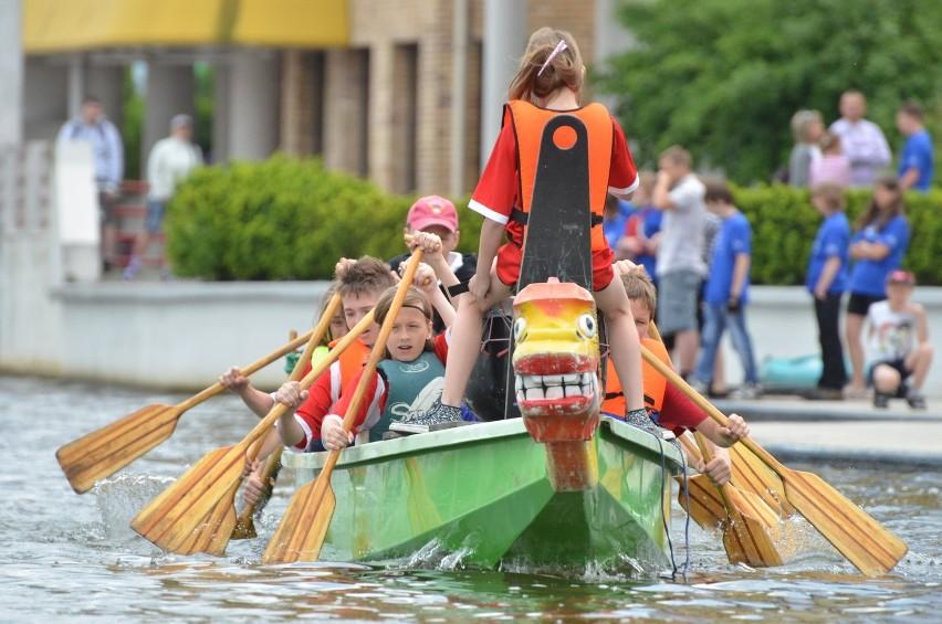 Rywalizacja w smoczych łodziach to doskonała zabawa
