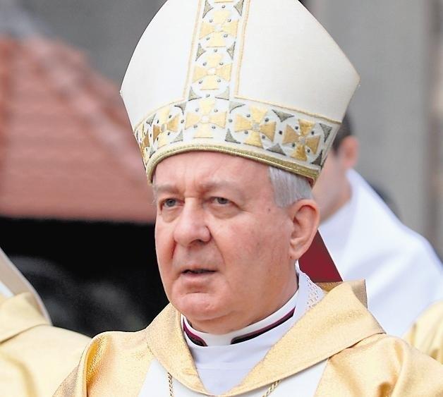 Abp Juliusz Paetz  zrezygnował z funkcji 28 marca 2002 roku