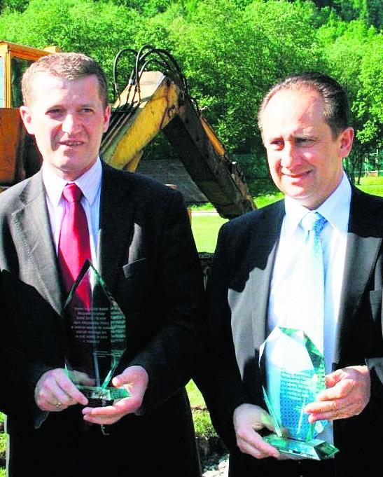 Na zdjęciu posłowie Andrzej Gut-Mostowy (z prawej) i Ireneusz Raś. Obaj panowie są w Zakonie Rycerzy Kolumba