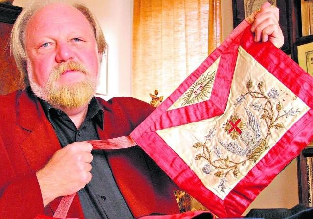 Prof. Tadeusz Cegielski - Wielki Mistrz Wielkiej Loży Narodowej Polski w latach 2000-2003, obecnie Wielki Mistrz Honorowy WLNP oraz Wielki Namiestnik (zastępca) Wielkiego Komandora Rady Najwyższej Polski 33. stopnia Rytu Szkockiego Dawnego i Uznanego.