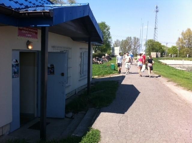 Długi weekend: Tłumy lublinian nad Zalewem Zemborzyckim